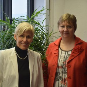 Deutschkurse für Flüchtlinge – dieses Thema war ein Schwerpunkt des Fachgesprächs, das die SPD-Bundestagsabgeordnete Bettina Müller mit der Vorsitzenden der Geschäftsführung der Agentur für Arbeit Hanau, Heike Hengster, führte. Für die Politikerin steht f