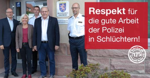 v.l.n.r.: Roland Ullmann (Polizeipräsident des Polizeipräsidiums Südosthessen), Bettina Müller (MdB), Wilhelm Schmits (stellv. Dienststellenleiter), Heinz Lotz (MdL) und Claus Spinnler (Direktionsleiter)