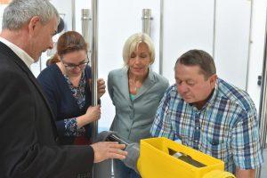 Arnold Denk, Lisa Gnadl, Bettina Müller und Mitarbeiter der Wisy AG
