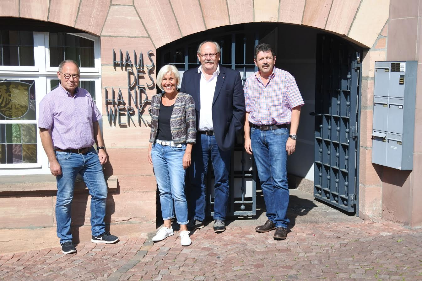 v.l.n.r.: Kreishandwerksmeister Joachim Wagner, Bundestagsabgeordnete Bettina Müller, Landtagsabgeordneter Heinz Lotz und Geschäftsführer der Kreishandwerkerschaft Gelnhausen-Schlüchtern Klaus Zeller