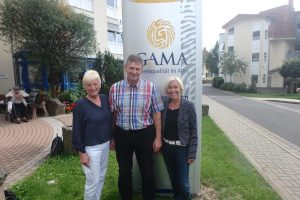 Bettina Müller, SPD-Bundestagsabgeordnete (rechts) mit Uwe Gall, Leiter des GAMA-Altenhilfezentrums in Schlüchtern und Luise Meister, SPD-Kreistagsabgeordnete.